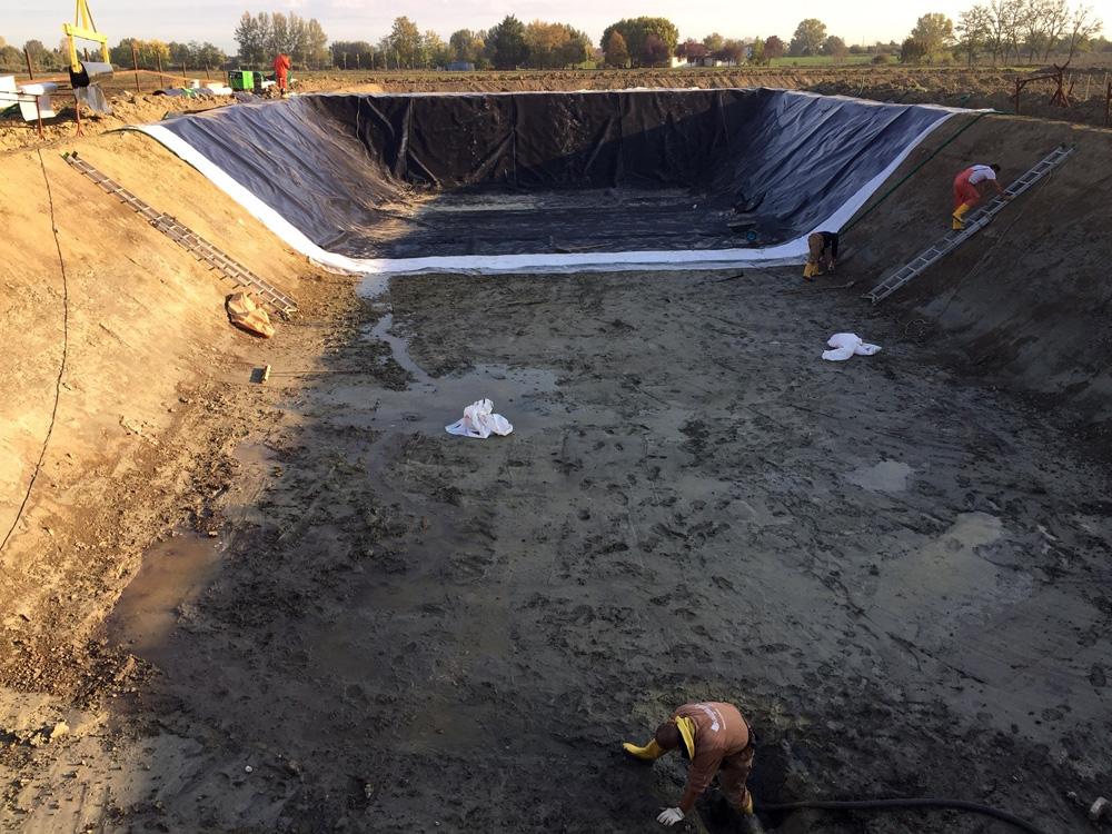 Realizzazione di un laghetto artificiale acquafert for Laghetto plastica